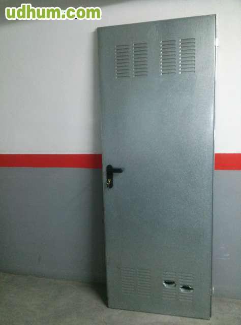 Puerta chapa galvanizada 3 for Puertas de chapa galvanizada