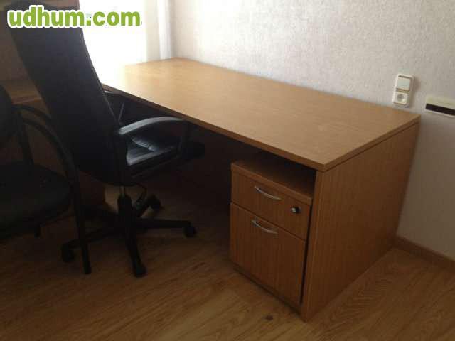 muebles de oficina a estrenar consistentes en mesa con cajonera mueble