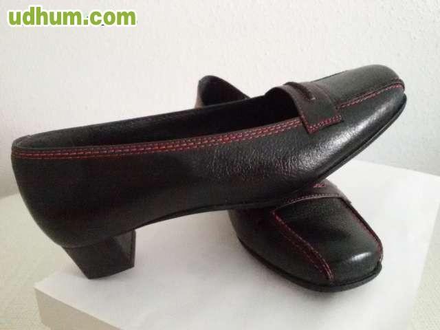 Zapatos de se ora adolfo dom nguez for Adolfo dominguez badajoz