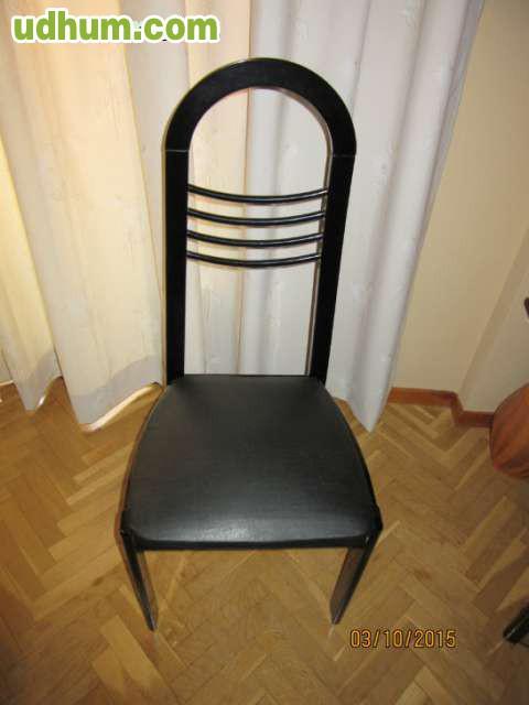 Mesa de cristal y sillas 3 for Sillas negras tapizadas