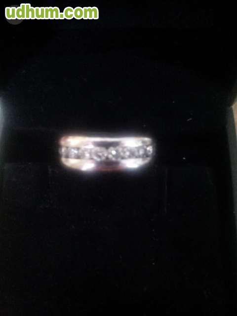 a3f612d047cd Precioso anillo oro blanco y 8 diamantes talla brillante. Solo a  particulares. Abstenerse compra-ventas.