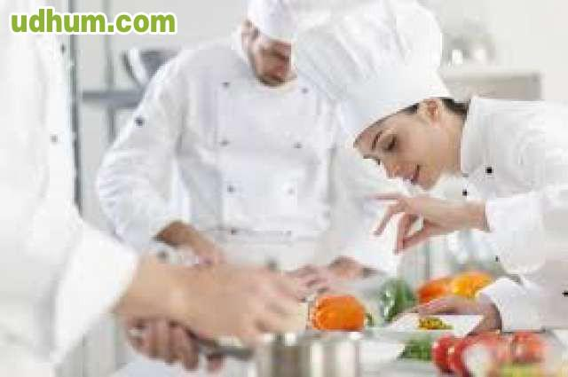 Se necesita ayudante cocina torremolinos 1 for Ayudante cocina