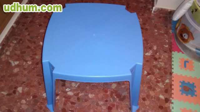 Mesa azul 2 sillas amarillas nuevas for Sillas amarillas