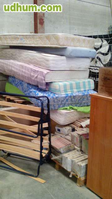 Recogida de muebles viejos 2 for Tirar muebles madrid