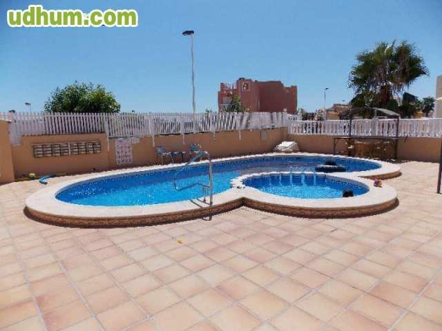 Torrevieja d plex con piscina for Piscina torrevieja