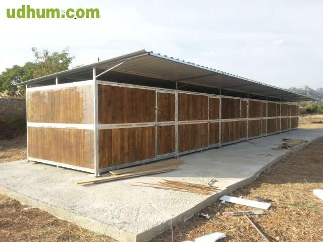 Boxes y cobertizos para caballos ibiza for Cobertizos metalicos