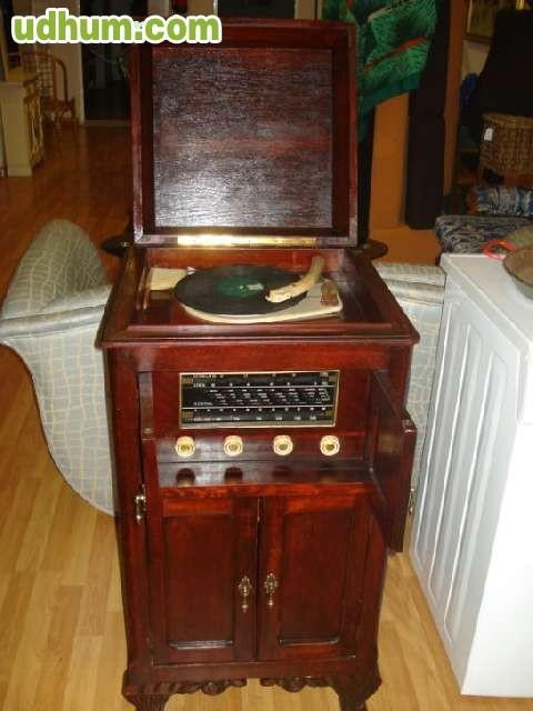 Mueble radio tocadiscos antiguo for Muebles para tocadiscos