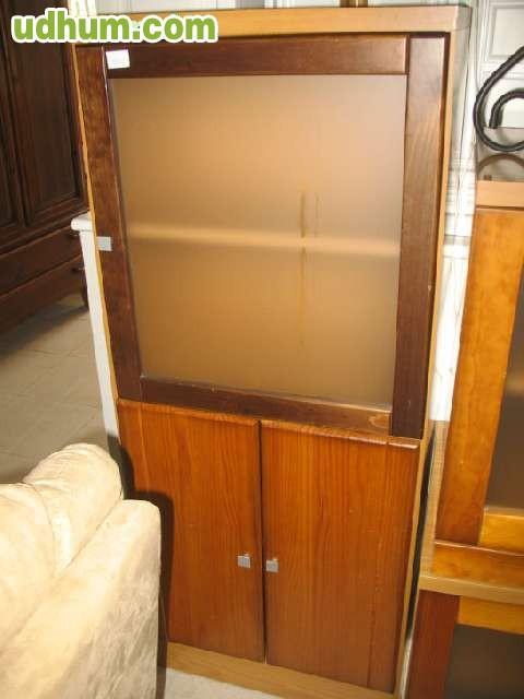 Mueble salon vitrina color miel y cerezo for Muebles segunda mano marbella