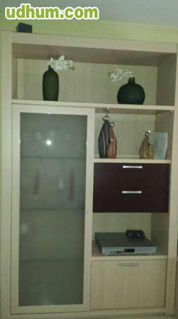 mueble de cocina compuesto por dos filas de muebles superiores e