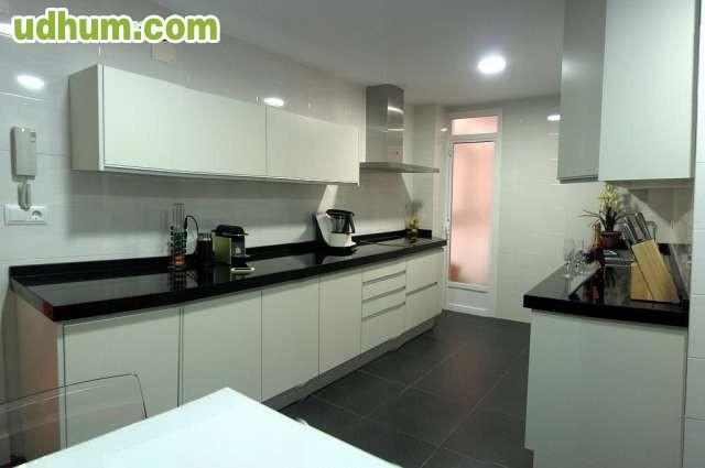 Reformark cocinas con silestone for Encimera negra brillo