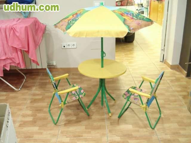 Conjunto infantil mesa y sillas winnie for Mesa y silla infantil