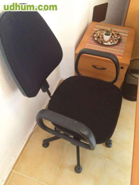Mesa escritorio con silla for Mesa escritorio con ruedas
