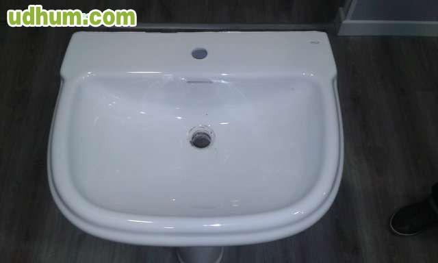 2 lavabos de la marca roca for Pica lavabo roca