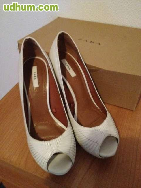 Zapatos pee toes blancos de zara for Zara santiago de compostela