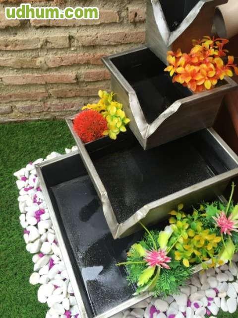 Fuentes decorativas para jardin for Setas decorativas para jardin