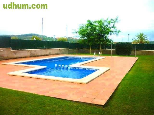 Zona comunitaria con piscina 1 for Piscinas eroski