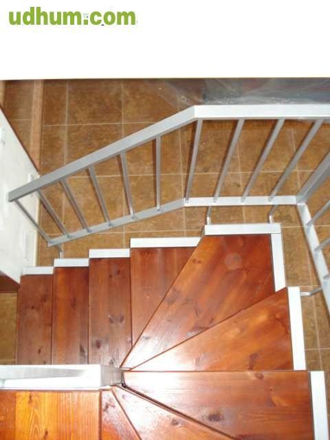 Escalera interior poco espacios for Espacios reducidos