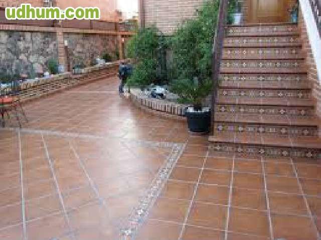 Suelo de baldosa en patios y terrazas for Baldosas para terrazas ofertas