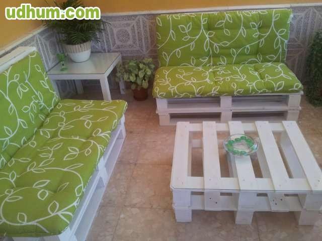 Muebles hechos de palets for Sillones para jardin hechos con palets