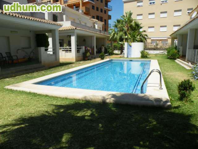 Adal 267cv j12 adosado con piscina for Piscina jardin 727