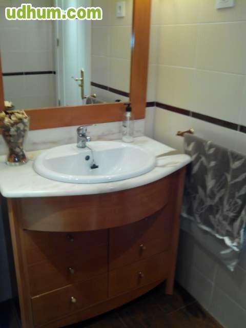 Mueble Baño Original:Mueble de baño seminuevo, color cerezo, muy original con encimera de