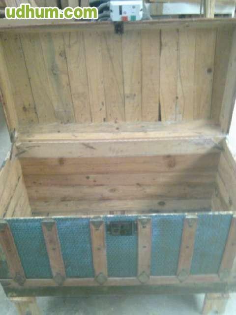 Antiguo baul de madera y chapa de hierro - Chapa de hierro ...