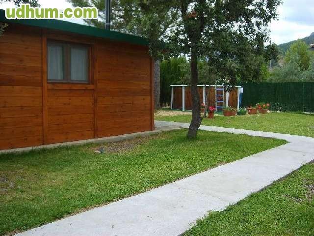 Casa de madera con piscina for Casas de madera con piscina