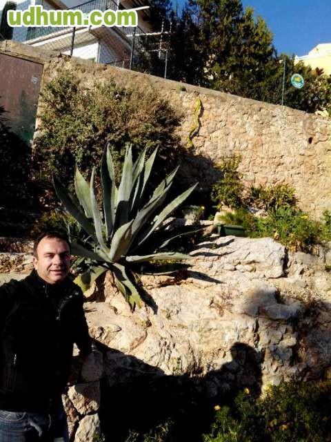 Limpieza botones jardinero ayudante chof for Busco jardinero
