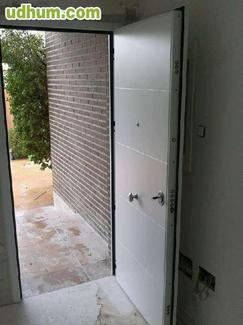 Puertas para vivienda casa exterior for Puerta blindada casa