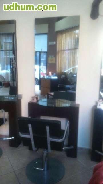 Mobiliario de peluquería, cuatro tocadores con sus sillones