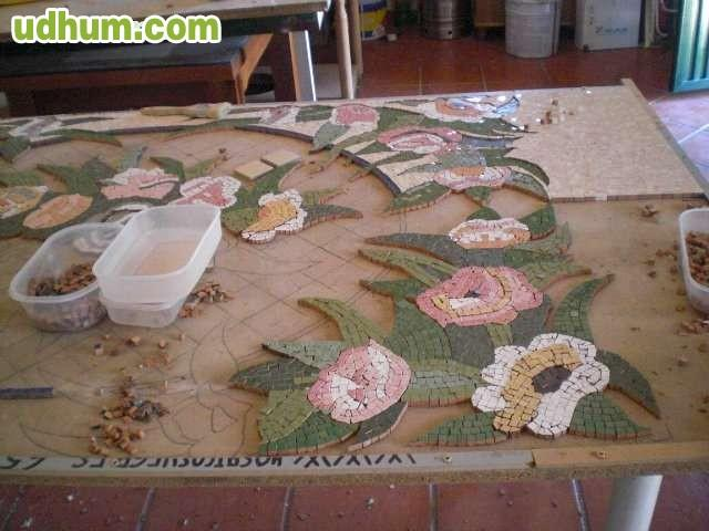 Mesa en mosaico para jardin 1 for Mosaicos para jardin