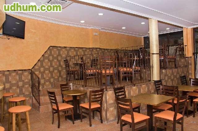 Mesas para bares for Kioscos bares de madera somos fabricantes