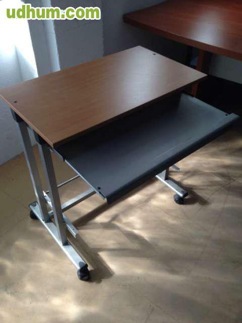 2 mesas auxiliares con ruedas for Mesa con ruedas ikea