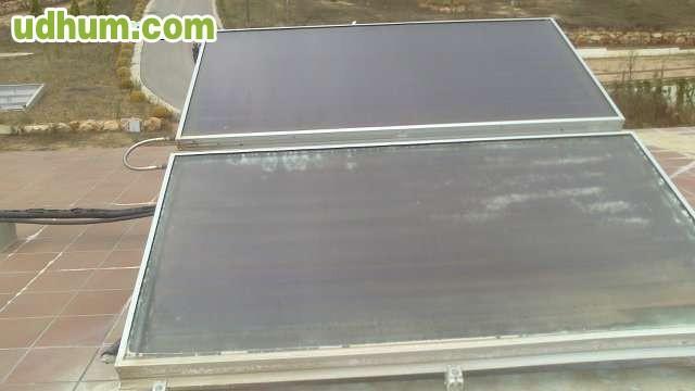 Acumulador de agua con placas solares for Placas solares para calentar agua