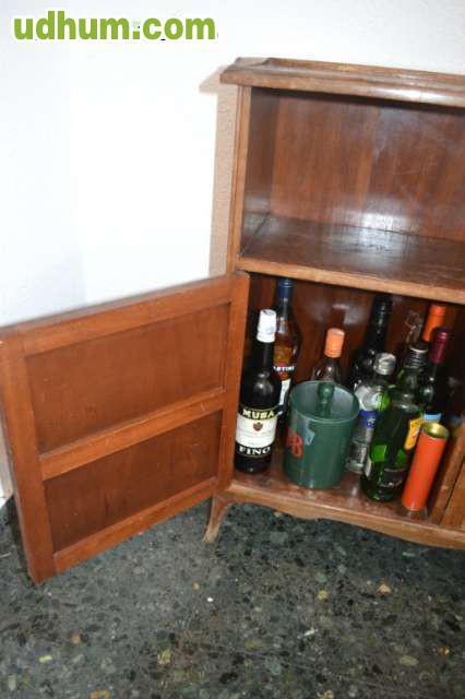 Mueble bar de madera for Mueble tipo bar de madera
