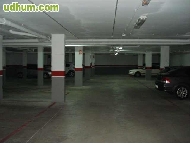 Plaza de garaje para coche grande - Garaje de coches ...