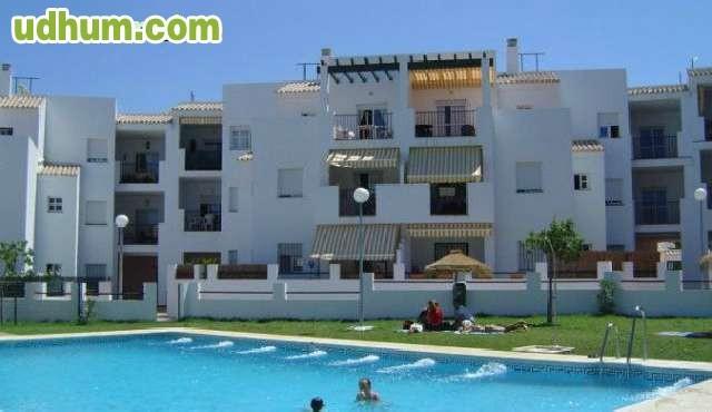 Apartamento piscina urbanizaci n rotonda for Piscina brion