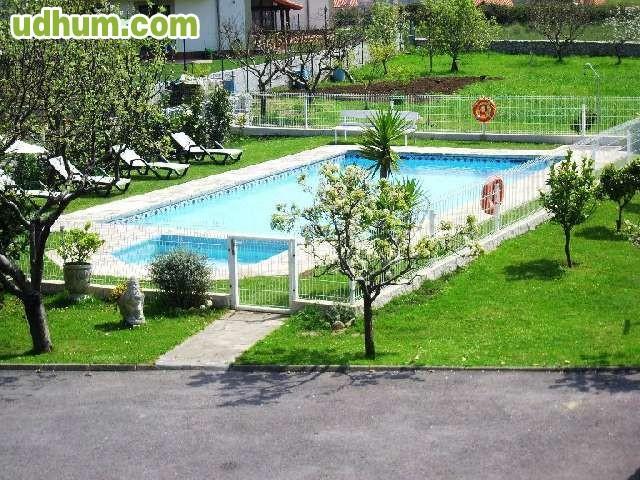 Casa con piscina privada y enorme jardin for Casas con jardin y piscina