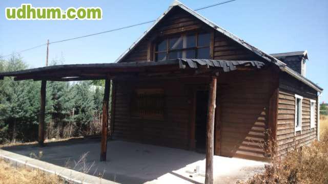 Vendo terreno con casa de madera for Vendo casa de madera