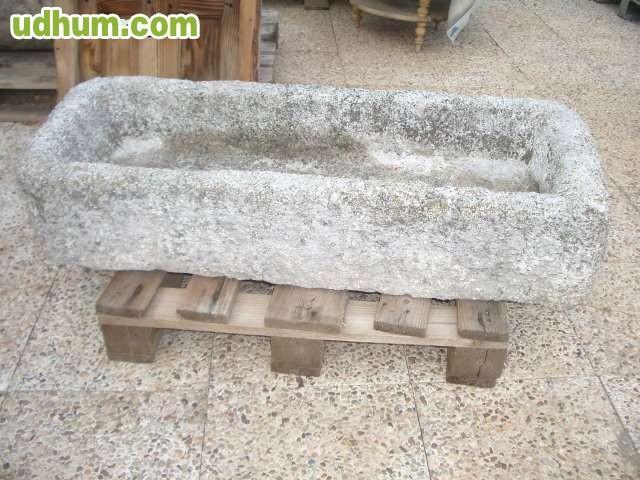 Pila abrevadero de piedra de granito 1 for Piedras de granitos