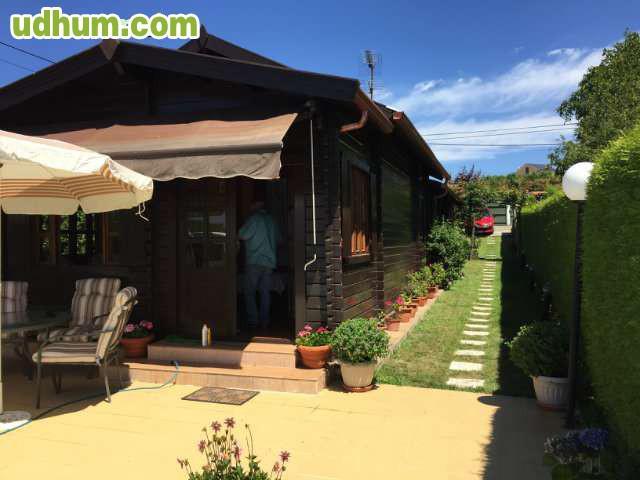 Casa madera con vistas y piscina for Casas de madera con piscina