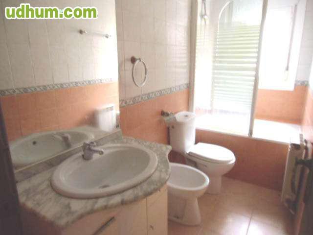 Piso 3 dormitorios en casetas for Casetas para banos