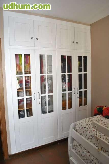 Armarios cocinas puertas tarimas for Puertas roperos empotrados ikea