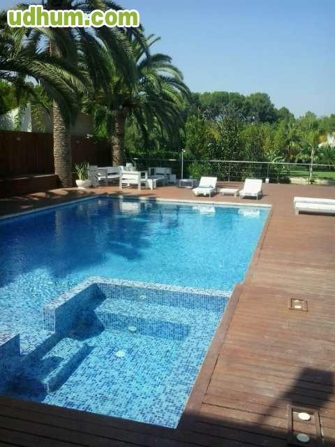 Suelos para piscinas y terrazas for Piscinas plastico duro