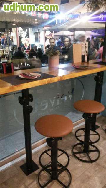 Mobiliario para bares en madera for Mobiliario para bar