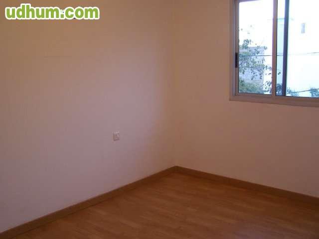 Se alquila piso en la cuesta for Se alquila piso