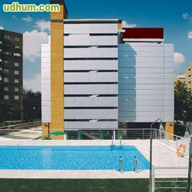 Hotel junto aeropuerto madrid barajas 1 for Piscina barajas