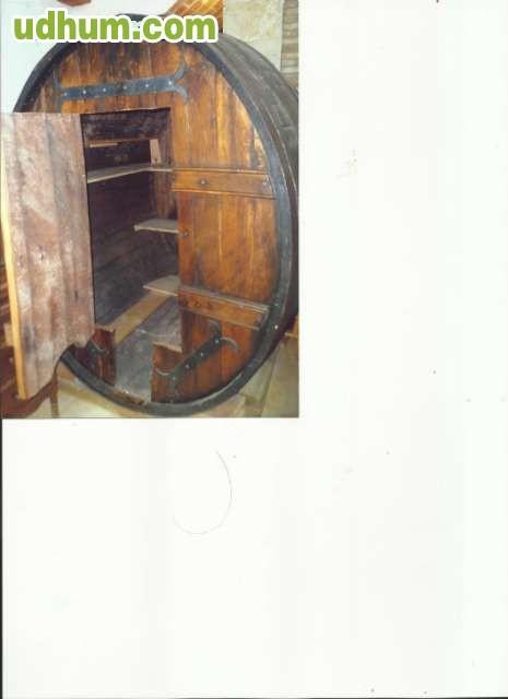 Vendo tina con puerta de madera for Vendo bar de madera