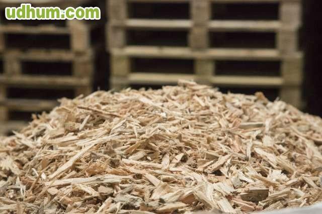 Briquetas de madera y astillas galicia for Astillas de madera para jardin
