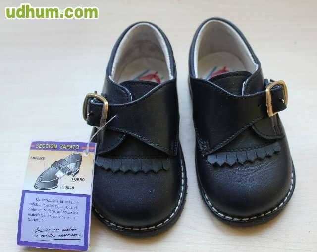 Compartir Talla de calzado. El calzado es la parte de la indumentaria utilizada para proteger los pies. Adquiere muchas formas, como zapatos, sandalias, botas o deportivas.